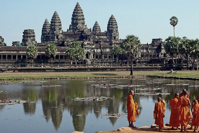 Cambodia-Angkor-Wat-Temple-Buddhist-monks-Credit-Wikimedia-Commons-Photo-Sam-Garza